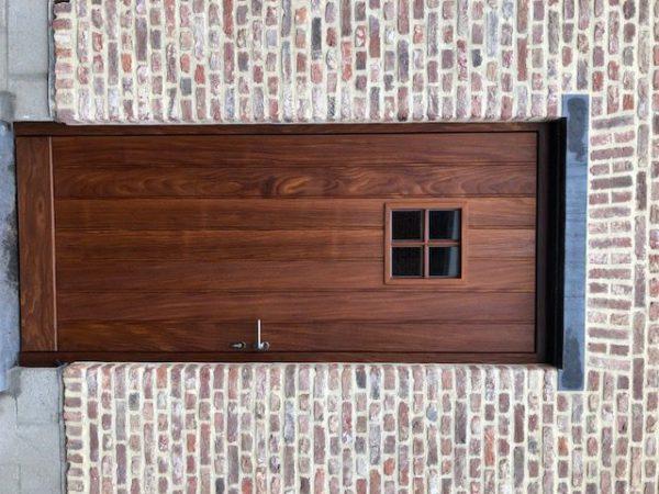 Zijdeur in afromosie met klein raam